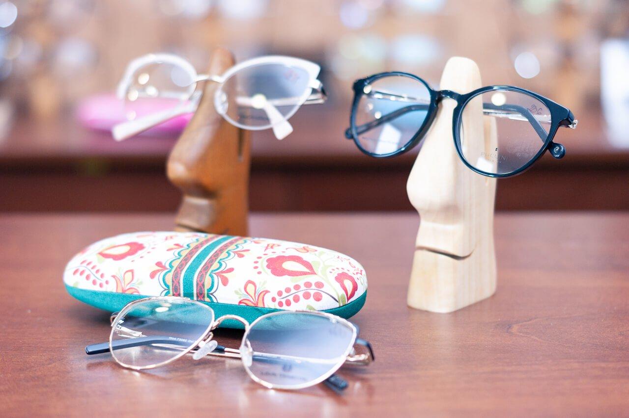 Oprawy korekcyjne i pudełko na okulary